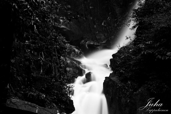 Phliu Waterfall in black and white